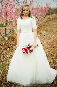 Modest Princess Scoop Neck Short Sleeves Lace Top Wedding Dress with Sash