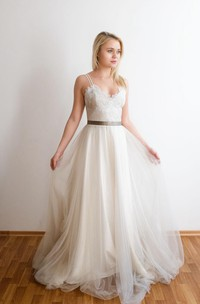 Romantic Long A-Line Tulle Wedding Dress With Spaghetti Straps And Lace Bodice