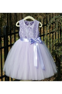 Lavender Sleeveless Scoop Neck Flower Girl Tulle Dress With Lace Bodice