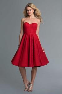 A-Line Knee-Length Sweetheart Sleeveless Lace Backless Dress With Pleats