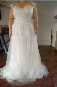 A Line Plus Size Wedding Dresses Cheap Sweetheart Neckline Cap Sleeves Lace Appliques Formal Lady Bridal Gowns